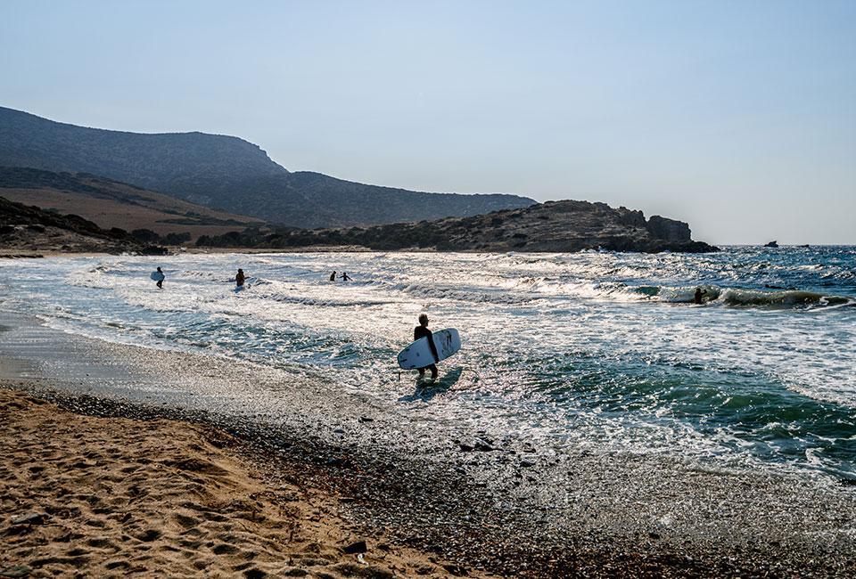 tinos surfing